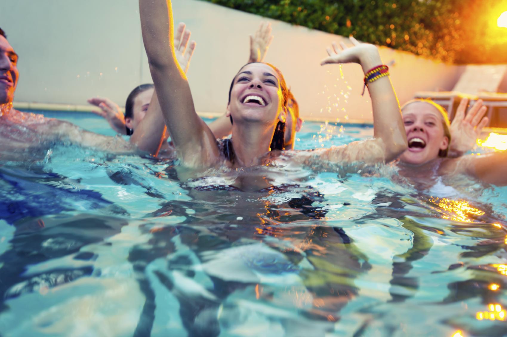 Astorian saunalta löytyy upea uima-allas.